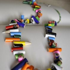 Collana di matite spezzettate fatta a mano