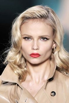 Pretty hair and make up Cool Blonde, Blonde Hair, Formal Makeup, Natasha Poly, Victoria's Secret, Interesting Faces, Fair Skin, Messy Hairstyles, Covergirl
