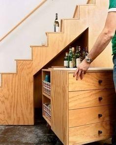 aprovechando espacios - bajo la escalera - bar - cajonería - librero