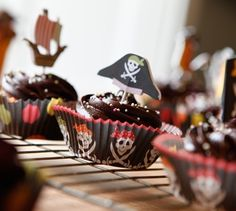 pirate party ~ cupcakes