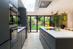My open plan kitchen diner extension styling tips are perfect for your new kitchen extension, see examples by Simply Extend the London kitchen extension builder Kitchen Diner Extension, Open Plan Kitchen Diner, Open Plan Kitchen Living Room, Kitchen Dining Living, Modern Kitchen Island, Kitchen Islands, Modern Open Plan Kitchens, Kitchen Extension Ideas Ireland, Kitchen Extension Floor Plan