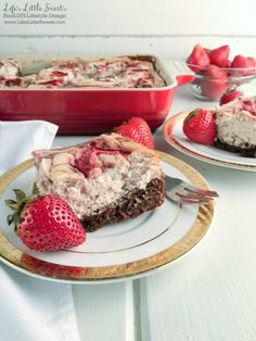 This Brownie Bottom Marbled Strawberry Cheesecake is so fruity, chocolate-y and full of cheesecake goodness. This is a one-pan dessert that is perfect to bring to the Thanksgiving dessert table because it feeds a crowd with 12 servings. I use Smucker\'s Fruit & Honey Strawberry Fruit Spread in the marbled cheesecake layer with yummy results! #ad #EasyHolidayEats #CollectiveBias @Smuckers @Walmart