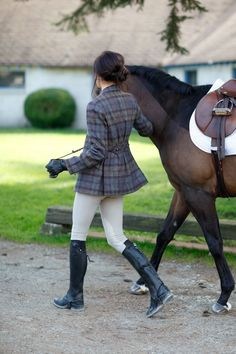 Why do you think is it essential to consider the proper suggestions in acquiring the equestrian boots to be utilized with or without any horseback riding competitors? Equestrian Chic, Equestrian Outfits, Equestrian Fashion, Foto Cowgirl, Estilo Preppy, English Riding, Looks Style, Dressage, Blazers