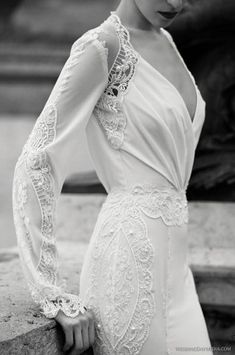 La manga larga en vestidos de novia está por encima de todas las tendencias. La opción perfecta para cualquier época del año, lo importante es el largo y el tejido que elijas...