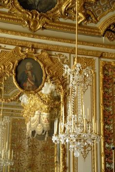 Versailles - Marie Antoinette's bedroom- Crabapple Approved Chateau Versailles, Palace Of Versailles, Visit Versailles, Rococo, Baroque, French Interior, French Decor, Classic Interior, Leaf Projects