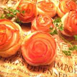 Rose shaped Apple pie, cute but easy to make Apple Rose Pie, Apple Pie Cake, Sweets Recipes, Cooking Recipes, Desserts, Fruit Combinations, Japanese Sweet, Christmas Sweets, Christmas Diy