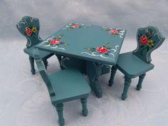Tisch und 3 Stühle Küchengarnitur Dora Kuhn Bauernmalerei in Antiquitäten & Kunst, Antikspielzeug, Puppen & Zubehör   eBay