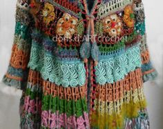 Abito crochet, due parter nello stile di Frida Kahlo, colori espressivi di filati di cotone della barra multifunzione, per voi progettato! Questo due parter è un compagno ideale per le giornate più calde e anche per la valigia di vacanza. Fresco cotone assicura una piacevole vestibilità. La parte superiore che cadono sciolta possa essere indossata separatamente ed è un vero e proprio eye-catcher. Fiori di seta tessuto accentuano il giogo in modo originale. I fiori sono un uncinetto e non…