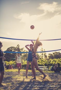 Volley Vines, Running, Sports, Racing, Hs Sports, Keep Running, Sport, Jogging, Lob