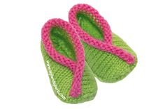 zapatitos kimono - kimono baby shoes or booties tutorial (Spanish). Results: very quick and adorable! They do run small, and the sewing-up is a little annoying, but very worth it! Baby Blanket Crochet, Crochet Baby, Knit Crochet, Baby Booties, Baby Shoes, Crochet Summer Hats, Beginner Crochet Projects, Ravelry Crochet, Wrist Warmers