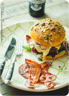 Herbstburger mit Rote Bete Relish, kandiertem Speck und Camembert | Kleiner Kuriositätenladen
