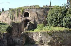 Mausoléu de Augusto construído entre 29-28 a.c. Foi construído para ser o túmulo do Imperador Augusto e sua família.