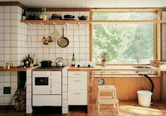 The Unfitted Kitchen: 14 Deconstructed Spaces - Remodelista Throw out all the rules; here are 14 examples of the next wave in kitchen design, which we pegged as an emerging trend a while back in our post 15 Interior Küchen Design, House Design, Design Ideas, Interior Natural, Kitchen Dining, Kitchen Decor, Kitchen Ideas, Kitchen Wood, Kitchen Trends