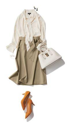 ベージュスカート×白シャツ