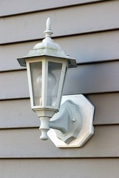 Like this color for fixtures Household Hacks, Home Maintenance, House Cleaning Tips, Vinyl Siding, Diy Cleaners, Cleaning Solutions, Outdoor Cleaning, Cleaning Vinyl Siding, Vinyl