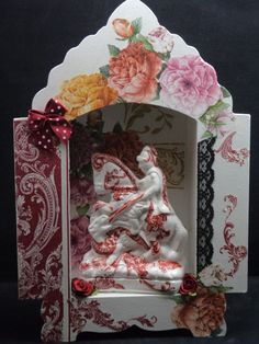 Capelinha de São Jorge de Mdf em decoupage com Flores e Arabescos em tons de vermelho com Flores em cores detalhes de renda e florzinhas de seda Malubijuart