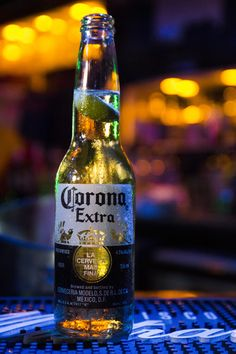 Corona Extra Corona beer in the club The week in advance of the Halloween night Halloween costume Celebration me and … Beer Images, Beer Pictures, Jack Daniels Wallpaper, Phone Wallpaper For Men, Bottle Drawing, Buy Beer, Wine Photography, Scotch Whiskey, Beer Lovers