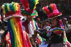 Puno está localizado en las alturas de los Andes, a orillas del Titicaca, el lago navegable más alto del mundo habitado por los Uros y con maravillos paisajes. En las islas de Amantani y Taquile podrá tener la experiencia de compartir la vida con sus nativos y hacer turismo vivencial.