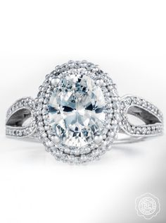 A classic oval with double bloom seduction. From the Blooming Beauties collection.