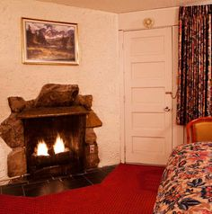 River Edge Motor Lodge - Want to cozy up next to your loved one next to warm fireplace? Our Deluxe Queen Hotel Room have a gas fireplace. #fireplace #lodge