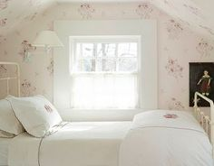 A perfect room to dream sweet dreams. Wall paper, white bedding and frame. Very pretty!
