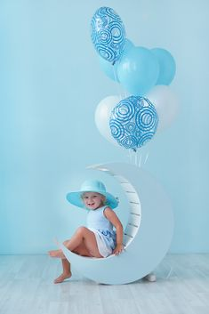 Blue-balloons-first-birthday-boy-photozone-ideas