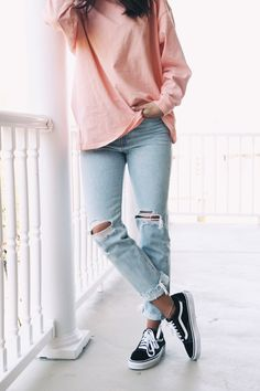 Pink tee + black vans my style vans outfit, black vans outfi Cute Outfits With Jeans, Cute Winter Outfits, Outfits For Teens, Fall Outfits, Casual Outfits, Outfits With Black Vans, Jeans E Vans, Pink And White Vans, White Vans Outfit