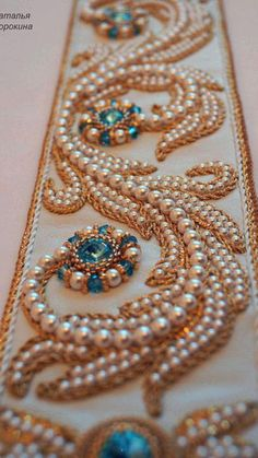 Russian Embroidery, Pearl Embroidery, Tambour Embroidery, Bead Embroidery Patterns, Hand Work Embroidery, Couture Embroidery, Embroidery Jewelry, Hand Embroidery Designs, Embroidery Stitches