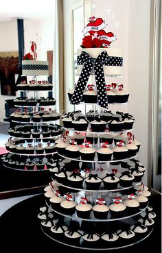 Rockabilly Wedding cake by Bella Cupcakes (Vanessa Iti)