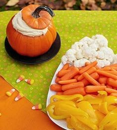 I don't like Halloween but I do love decorating with the candy corn colors because I LOVE Fall! Love the idea of dip in the pumpkin and the veggie tray is int he shape of candy corn! Plat Halloween, Healthy Halloween Snacks, Halloween Food For Party, Halloween Birthday, Halloween Treats, Halloween Appetizers, Creepy Halloween, Party Appetizers, Halloween Fruit