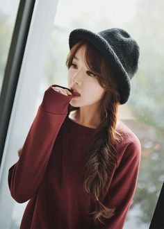 { KIM SHIN YEONG } Ulzzang // she doesn't really fit this look but she's still gorgeous//Korean Style & Fashion Korean Street Fashion, Korea Fashion, Kpop Fashion, Asian Fashion, Fashion Beauty, Girl Fashion, Cute Korean, Korean Girl, Korean Style