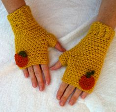 Fall Fingerless Mitt free pattern I just published! Find them in my Ravelry or Crafty shop.