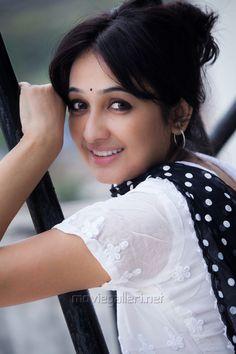 south actress telegram aavaana photoshoot stills south indian actress South Indian Actress, Beautiful Indian Actress, Beautiful Actresses, South Actress, Brunette Beauty, Hair Beauty, Cute Girl Poses, Cute Young Girl, Indian Beauty Saree