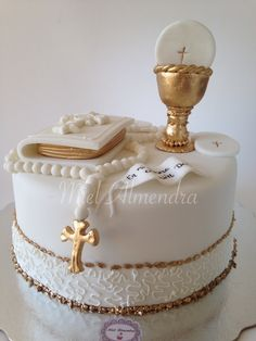 First Holy Communion Cake, First Communion Decorations, Communion Dresses, Girl Cakes, Celebration Cakes, Cupcake Cakes, Cake Decorating, Recipes, Eucharist