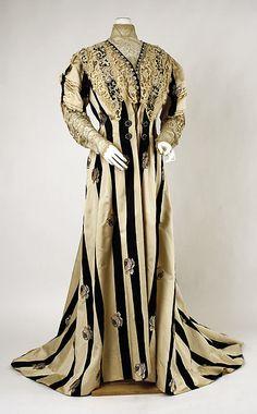 Dress (Tea Gown).  Date: ca. 1900. Culture: American. Medium: silk, cotton. Dimensions: Length at CB: 80 in. (203.2 cm).