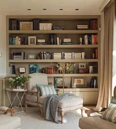 Stunning Library Room Design Ideas With Eclectic Decor - Daurea Cozy Home Office, Home Office Design, House Design, Dark Living Rooms, Living Room Shelves, Study Rooms, Cozy Room, Home Trends, Eclectic Decor