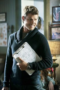 Hart of Dixie -- We Are Never Ever Getting Back Together -- Pictured: Travis Van Winkle as Jonah -- Image Number: †Photo: Danny Feld/The CW -- 2013 The CW Network, LLC. All rights reserved. Zoe Hart, Hart Of Dixie, Travis Van Winkle, Scott Porter, Tim Matheson, Wilson Bethel, Hot Doctor, Cast Images, Good Looking Actors