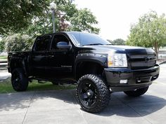 2013-pandemonium-custom-truck-show-lifted-chevy-silverado