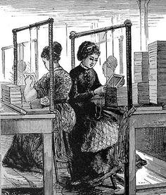 Arbeiders in de fabriek aan het werk.