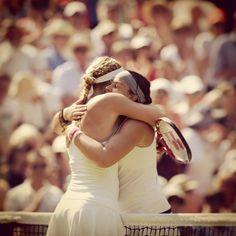 Great sportsmanship from Lisicki and Bartoli after their 2013 Wimbledon Final