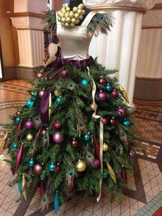 árbol de navidad en maniquí