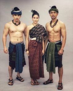 Traditional Thai Clothing, Traditional Dresses, Traditional Art, Thai Fashion, Retro Fashion, Cambodian People, Cambodian Art, Thailand Costume, Thai Dress