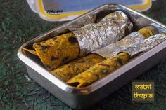Methi Thepla-Gujarati Methi Thepla recipe- Kali Mirch by Smita - Kali Mirch - by Smita Healthy Breakfast Snacks, Best Breakfast, Lunch Box Recipes, Snacks Recipes, Indian Bread Recipes, Lime Pickles, Tiffin Recipe, Kneading Dough, Snacks Dishes