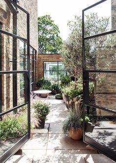 Pergola For Small Backyard French Courtyard, Courtyard Design, Patio Design, Patio Pergola, Pergola Kits, Pergola Ideas, Terrace Ideas, Pergola Pictures, Small Pergola