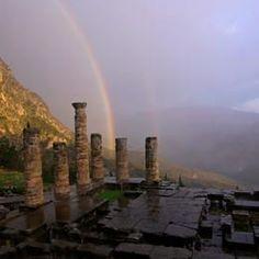 Ruinas del templo de Delphos 4.- Santuarios y edificios famosos