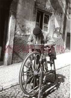 Working People, Lisbon Portugal, Good Old, Geology, Old Photos, Evolution, Nostalgia, Earth, History