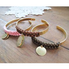 [ Tuto DIY du mois ] Trio de bracelets joncs breloques tissés en macramé, le tuto est ici >>> http://www.perlesandco.com/Trio_de_bracelets_joncs_breloques_tisses_en_macrame-s-2387-4.html