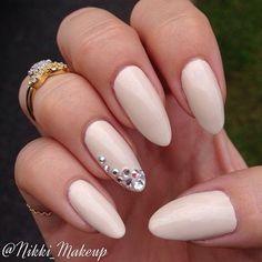http://comoorganizarlacasa.com/en/oval-nails-designs/ Oval nails designs #nailstrends #nails #nailsdesign #2016 #2017 #Ovalnailsdesigns