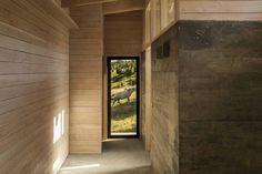 Detalles de concreto y madera de casa rural