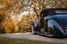 The Understated Art Of Subtle: Dave Jolly's 1938 Lincoln Zephyr John Connery, Gene Winfield, Lincoln Zephyr, Leg Work, Rolling Stock, Pinstriping, Antique Cars, Sports, Style